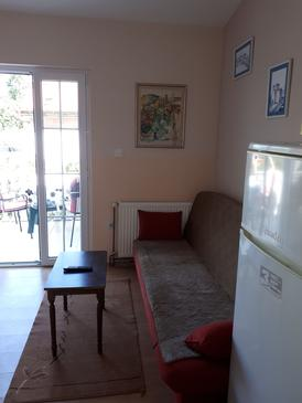 Nin, Living room in the apartment, (pet friendly) and WiFi.