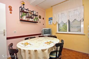 Nin, Jídelna v ubytování typu apartment, domácí mazlíčci povoleni a WiFi.