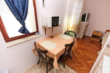 Nin, Jadalnia w zakwaterowaniu typu studio-apartment, dostupna klima, dopusteni kucni ljubimci i WIFI.