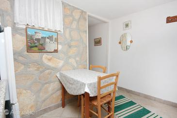 Nin, Dining room in the studio-apartment, dopusteni kucni ljubimci.
