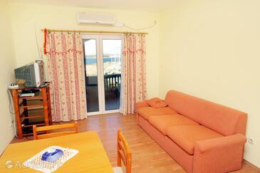 Tkon, Living room in the apartment, dostupna klima i dopusteni kucni ljubimci.