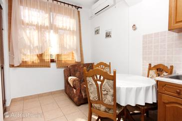 Biograd na Moru, Dining room in the apartment, air condition available, (pet friendly) and WiFi.