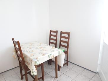 Bibinje, Dining room in the studio-apartment, WIFI.