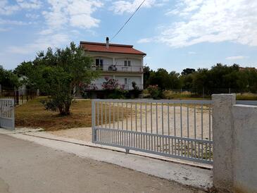 Bibinje, Zadar, Obiekt 5846 - Apartamenty przy morzu ze żwirową plażą.