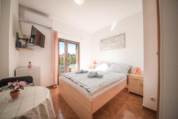 Vrsi - Mulo, Spavaća soba u smještaju tipa room, dostupna klima i WiFi.