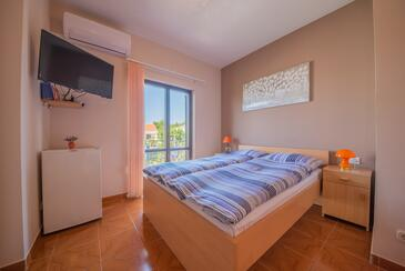 Vrsi - Mulo, Bedroom in the room, air condition available and WiFi.