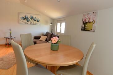 Privlaka, Dining room in the apartment, dostupna klima, dopusteni kucni ljubimci i WIFI.