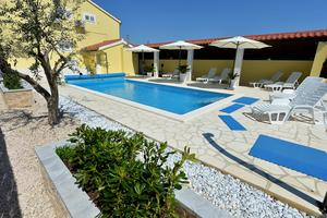 Apartments with a swimming pool Privlaka (Zadar) - 5850