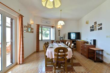 Sumpetar, Dining room in the house, air condition available, (pet friendly) and WiFi.