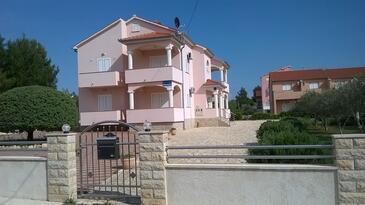 Vrsi - Mulo, Zadar, Obiekt 5860 - Apartamenty przy morzu ze żwirową plażą.