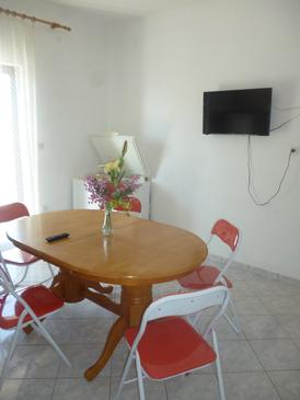 Bibinje, Jídelna v ubytování typu apartment, domácí mazlíčci povoleni a WiFi.