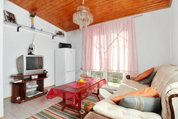 Zemunik Gornji, Obývacia izba v ubytovacej jednotke house, dostupna klima.
