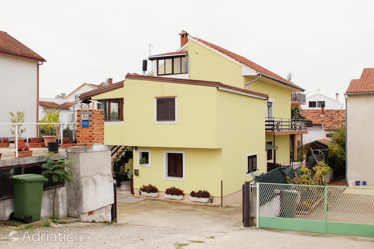 Zadar - Diklo, Zadar, Objekt 5879 - Ubytovanie s kamienkovou plážou.