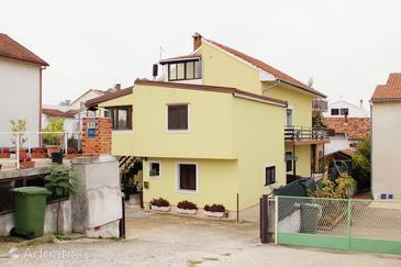 Zadar - Diklo, Zadar, Propiedad 5879 - Apartamentos with pebble beach.