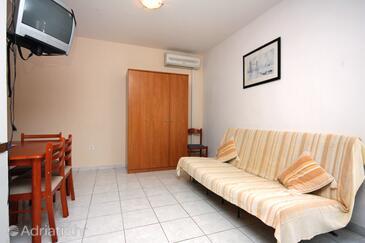 Rtina - Benići, Dining room in the studio-apartment, dopusteni kucni ljubimci i WIFI.