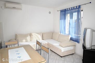 Vodice, Living room in the apartment, dostupna klima.
