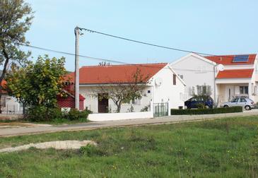 Sukošan, Zadar, Obiekt 5896 - Willa ze żwirową plażą.