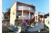 Apartments by the sea Sućuraj (Hvar) - 590