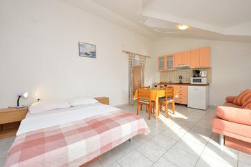 Drage, Living room in the apartment, air condition available and WiFi.