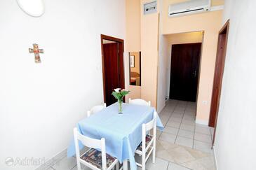 Zadar - Diklo, Jedáleň v ubytovacej jednotke apartment, klimatizácia k dispozícii a WiFi.