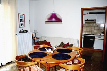 Zadar - Diklo, Dining room in the apartment.