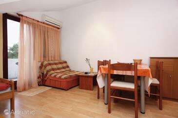Sukošan, Dining room in the studio-apartment, WIFI.