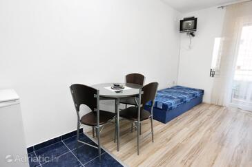Bibinje, Dining room in the studio-apartment, WIFI.