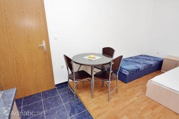 Bibinje, Столовая в размещении типа studio-apartment, Домашние животные допускаются и WiFi.