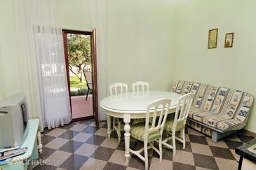Zaton, Dining room in the apartment, dostupna klima.