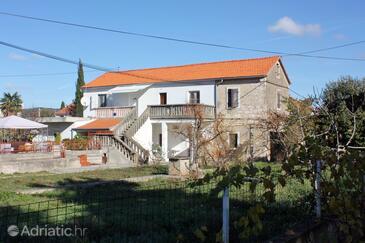 Sukošan, Zadar, Objekt 5928 - Apartmaji s prodnato plažo.