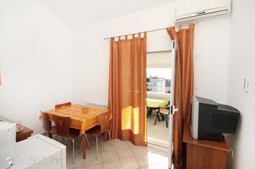 Zadar - Diklo, Dining room in the apartment, dostupna klima, dopusteni kucni ljubimci i WIFI.