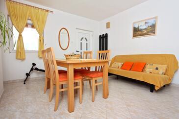 Nin, Jedáleň v ubytovacej jednotke apartment, dostupna klima i WIFI.