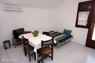 Vrsi - Mulo, Dining room in the apartment, dostupna klima i dopusteni kucni ljubimci.