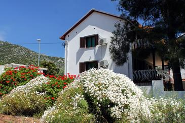 Zavala, Hvar, Propiedad 594 - Apartamentos near sea with pebble beach.