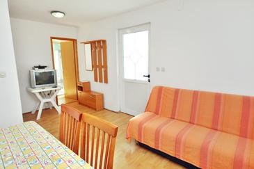 Sukošan, Living room in the apartment, dostupna klima.