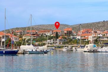 Marina, Trogir, Obiekt 5953 - Kwatery ze żwirową plażą.