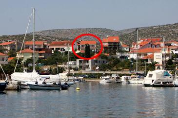 Marina, Trogir, Object 5953 - Appartementen en kamers with pebble beach.