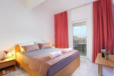 Marina, Spavaća soba u smještaju tipa room, dostupna klima, kućni ljubimci dozvoljeni i WiFi.