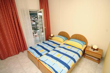 Marina, Bedroom in the room, air condition available, (pet friendly) and WiFi.