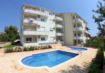 Okrug Gornji, Čiovo, Объект 5959 - Апартаменты вблизи моря с галечным пляжем.