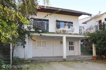 Seget Vranjica, Trogir, Property 5966 - Apartments with pebble beach.