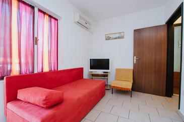 Marina, Living room in the apartment, air condition available and WiFi.