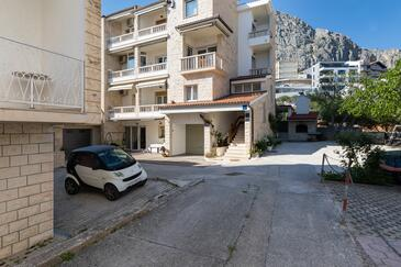 Duće, Omiš, Property 5973 - Apartments near sea with sandy beach.