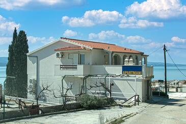 Pisak, Omiš, Hébergement 5975 - Appartement avec une plage de galets.