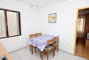 Vinišće, Dining room in the apartment.