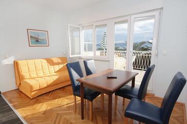 Duće, Jedáleň v ubytovacej jednotke apartment, dostupna klima, dopusteni kucni ljubimci i WIFI.
