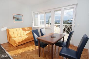 Duće, Dining room in the apartment, dostupna klima, dopusteni kucni ljubimci i WIFI.