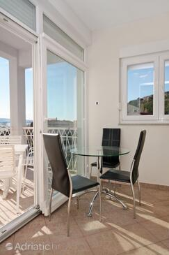 Duće, Dining room in the studio-apartment, (pet friendly) and WiFi.