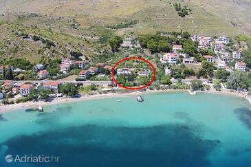 Duće, Omiš, Property 5987 - Apartments near sea with sandy beach.