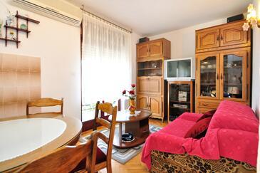 Mastrinka, Living room in the apartment, dostupna klima i WIFI.